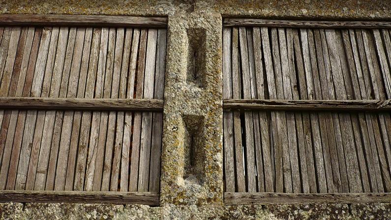 O ripado em madeira sobre estruturas de granito é comum a diferentes tipologias de espigueiros