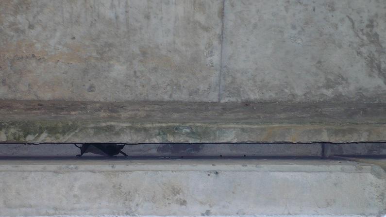 Fendas verticais das cornijas do viaduto do IP4.