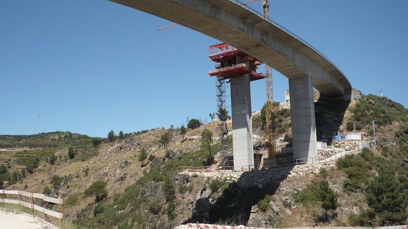 Obras nos viadutos do IP4.