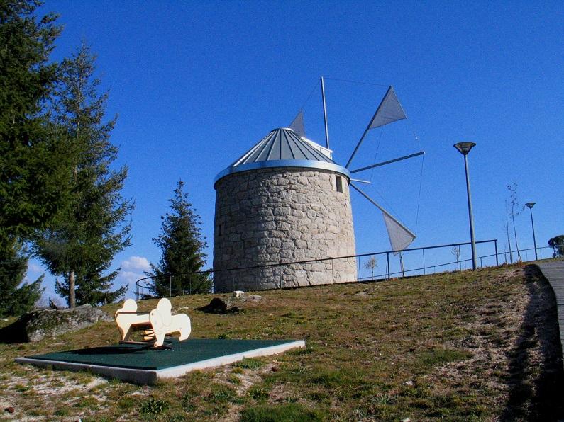 Os moinhos de ventos não fazem parte das tecnologias de moagem regionais, compostas essencialmente por moinhos de água. Trata-se pois de um exemplo único, reaproveitado como estrutura interpretativa